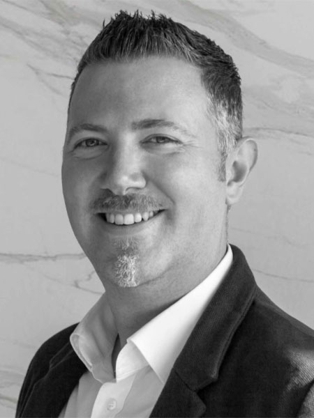 Michael Huhle ist Ansprechpartner der Dinger Stone GmbH im Bereich Fliesen