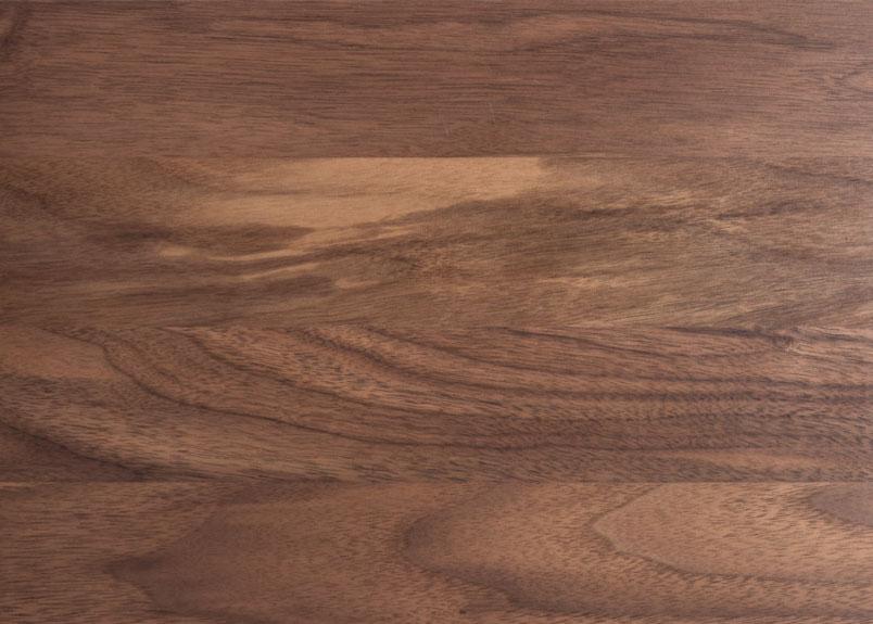 Detailansicht einer Holztischplatte aus Amerikanischer Nussbaum