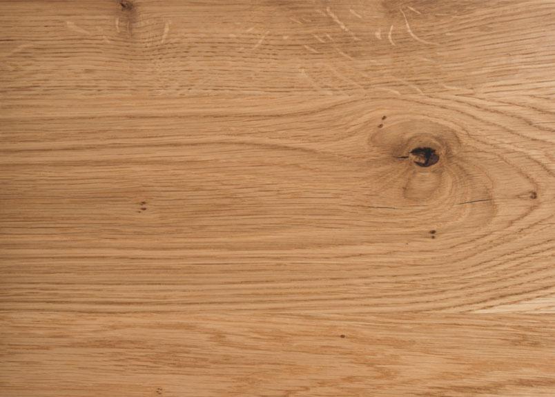 Detailansicht einer Holztischplatte aus Wildeiche Rustikal