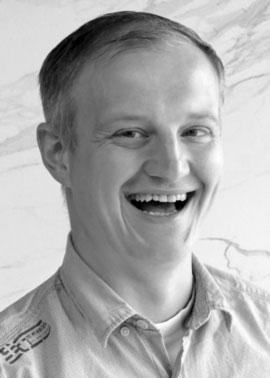 Dominik Hiller arbeitet bei Dinger Stone in der Disposition und Terminierung