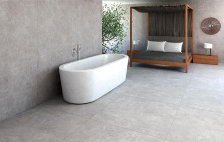 Foto eines Badezimmers mit gefliestem Boden in Betonoptik