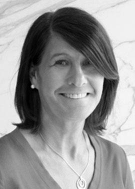 Marina Matuschek arbeitet bei der Dinger Stone GmbH und ist für die Angebots- und Auftragserstellung in der Schweiz zuständig