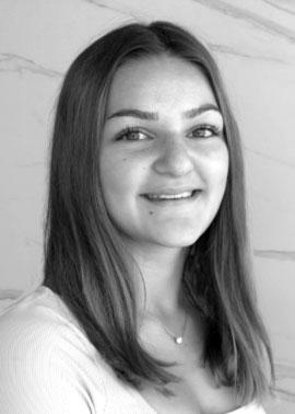 Ronja Hoffert ist Auszubildende Kauffrau für Büromanagement bei Dinger Stone