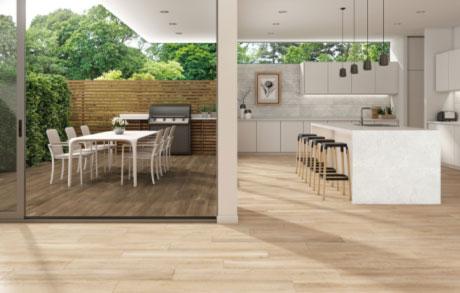 Foto einer Terrasse mit einem Boden aus Wood Honey 02