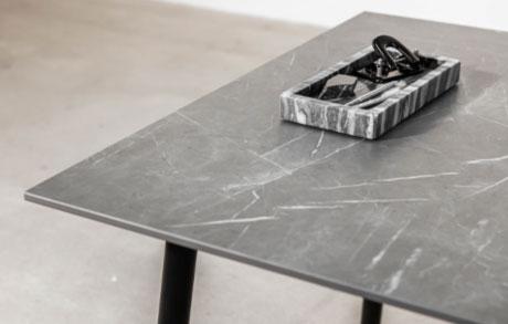 Dunkelgrauer Esstisch aus Keramik Marmo Grey mit weißen Adern