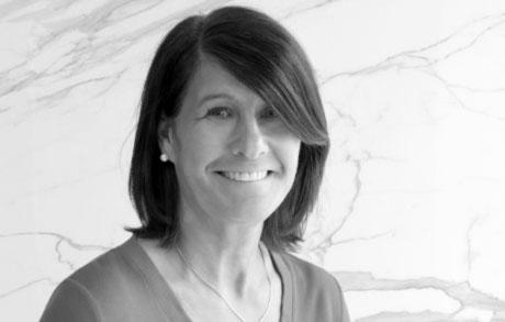 Marina Matuschek arbeitet bei der Dinger Stone GmbH und ist für die Angebots- und Auftragsabwicklung in der Schweiz tätig