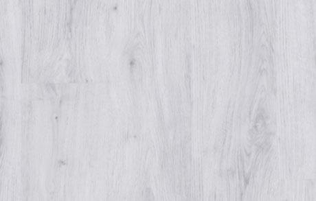 Verlegung des Vinylbodens Chalk White in weißer Holzoptik