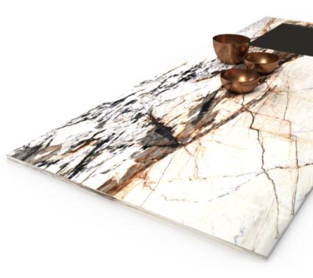 Patagonia Naturstein Arbeitsplatte mit dekorativen Metallschalen