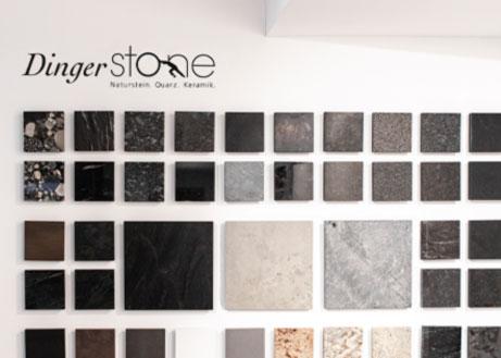 Wand mit Materialmustern für Küchenstudios