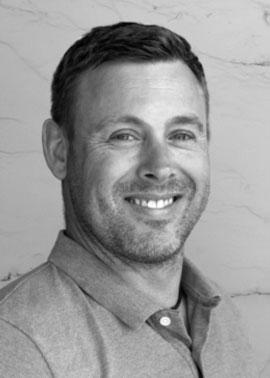 Robert Maier arbeitet im Außendienst bei der Dinger Stone GmbH und ist für den Fliesen und Gala-Bau zuständig