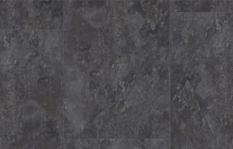 Nahaufnahme der Vinylfliesen Slate Black in schwarzer Natursteinoptik
