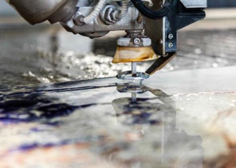 Detailaufnahme der Wasserstrahlschneidemaschine