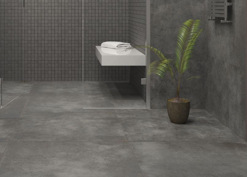 begehbare Dusche mit schwarzen Keramikfliesen in Betonoptik für Boden und Wand pureto Berlin Black