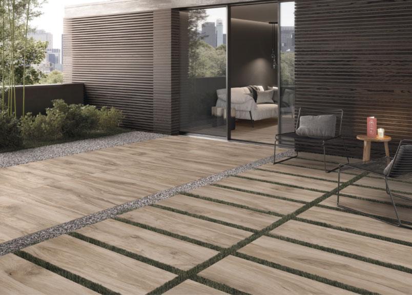 moderne Terrasse mit Terrassenplatten in Holzoptik pureto Woodstone