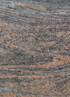 schwarz-grauer Granit mit rostroter Maserung