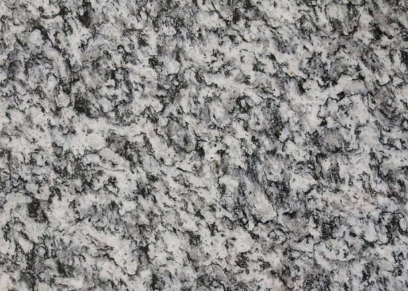Detailaufnahme Natursteinplatte Serrizo in körniger Salz-Pfeffer-Optik