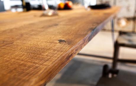 Esstisch aus massivem Eichenholz