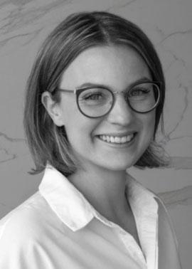 Nadine Fiedler arbeitet im Online-Marketing bei der Dinger Stone GmbH