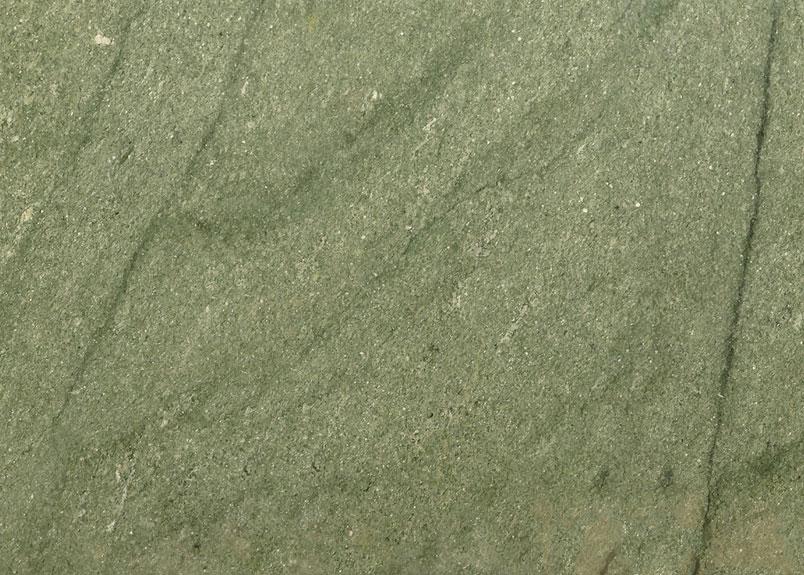 Grünliche Naturstein-Rohplatte mit dem Namen Verde Andeer