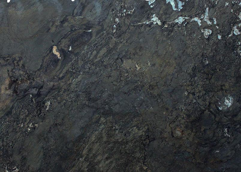 Dunkle Naturstein-Rohplatte mit dem Namen Beola Nera in matter Oberfläche