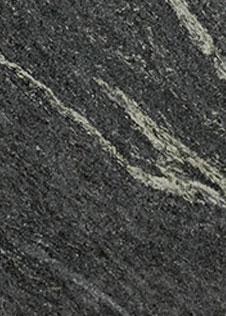 Dunkle Naturstein-Rohplatte mit dem Namen Osernone mit helleren Adern